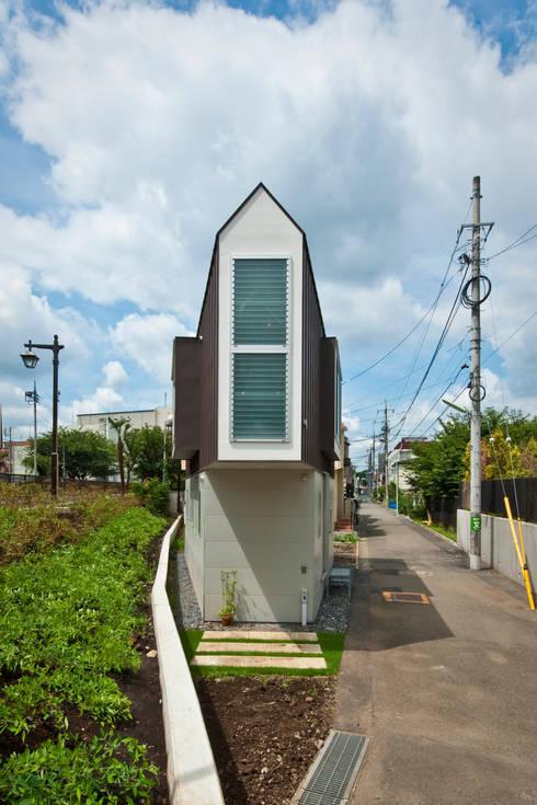 Casas de estilo  por 水石浩太建築設計室/ MIZUISHI Architect Atelier