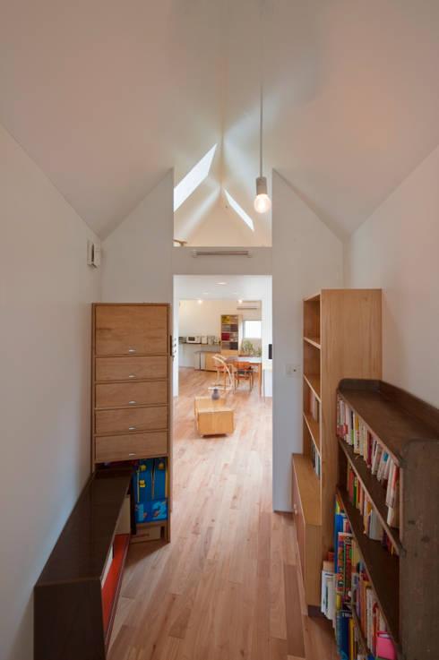 ห้องทำงาน/อ่านหนังสือ by 水石浩太建築設計室/ MIZUISHI Architect Atelier