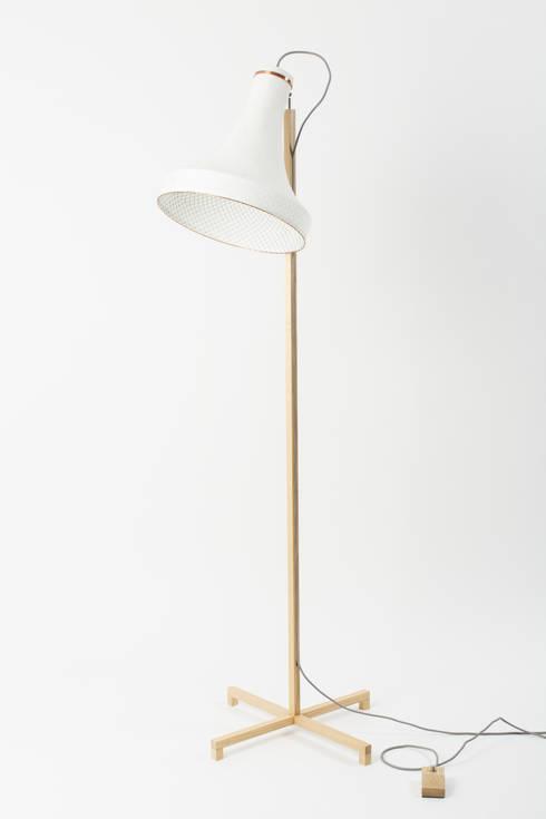 Meshmatics Floorlamp: industriële Woonkamer door Atelier Rick Tegelaar