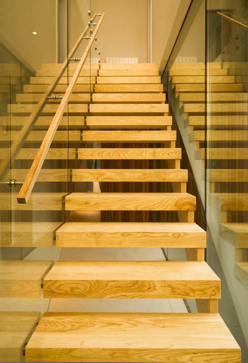 Pasillos y hall de entrada de estilo  por MZO TARR Architects