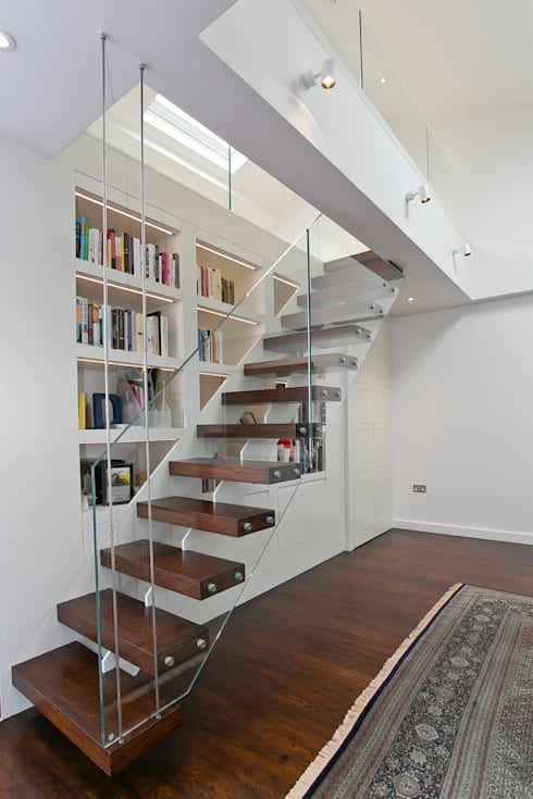 Staircase to mezzanine:  Corridor, hallway & stairs by Temza design and build