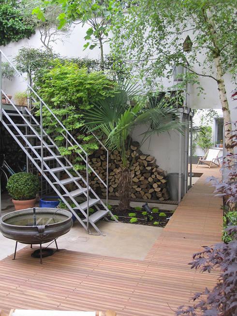 PATIO DE STYLE INDUSTRIE: Jardin de style de style Industriel par  GARDEN TROTTER