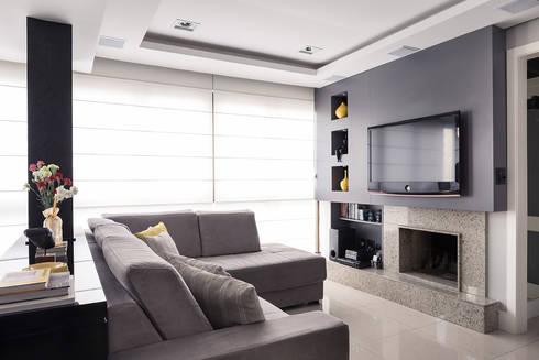 Estar TV: Salas de estar modernas por Blacher Arquitetura