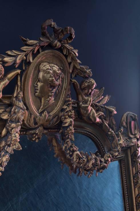 Detalhe Espelho: Sala de estar  por Albus
