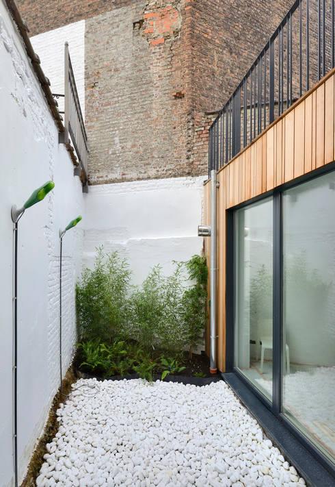 Serpentin 34: Maisons de style de style Moderne par atelier d'architecture FORMa*