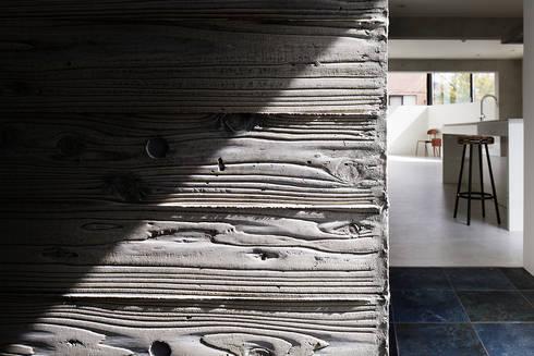江戸川の家: RCageが手掛けた壁&床です。