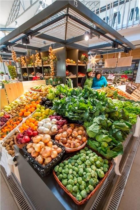 Islas de pescado e isla de fruta y verdura: Espacios comerciales de estilo  de b+t arquitectos