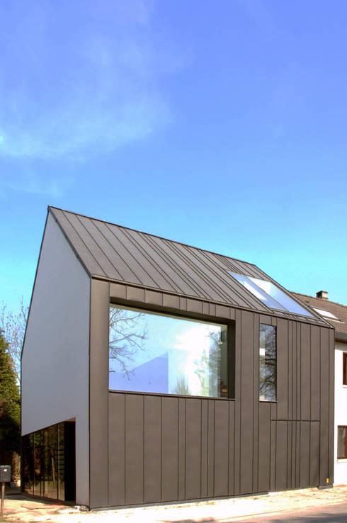 maison M&J, Tervuren: Maisons de style  par bruno vanbesien architects