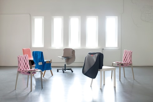 The CHAIR WEAR Collection: moderne Woonkamer door Bernotat&Co