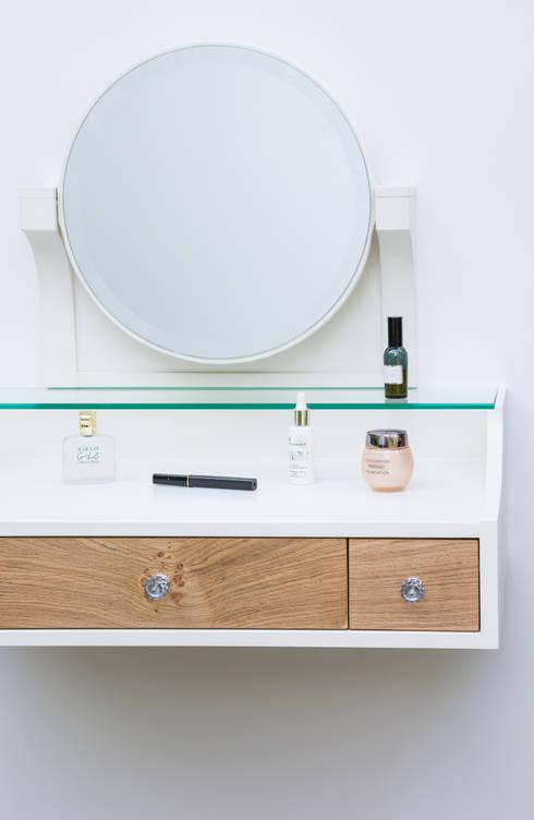"""Toaletka """"Powitanie"""": styl , w kategorii Garderoba zaprojektowany przez Meble Autorskie Jurkowski"""