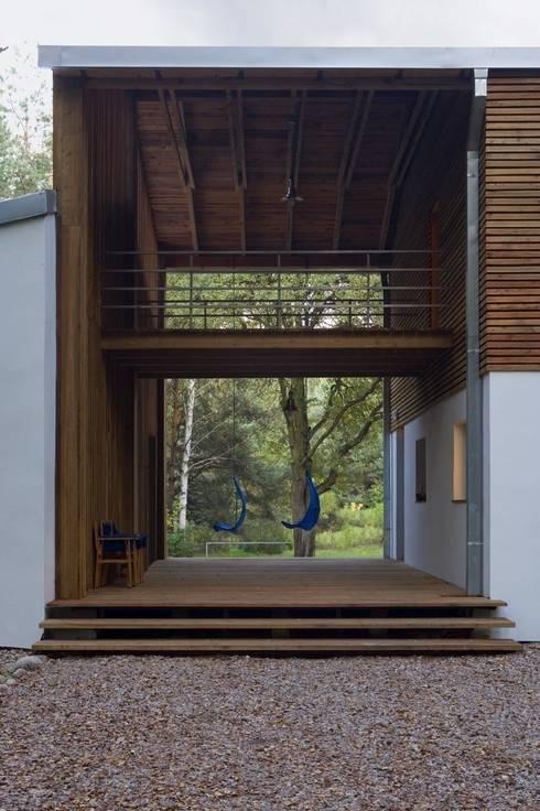 Dom w Czarnowie k/Konstancina: styl , w kategorii Taras zaprojektowany przez ANONIMOWI ARCHITEKCI