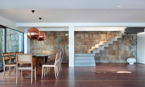 Jantar: Salas de jantar modernas por House in Rio