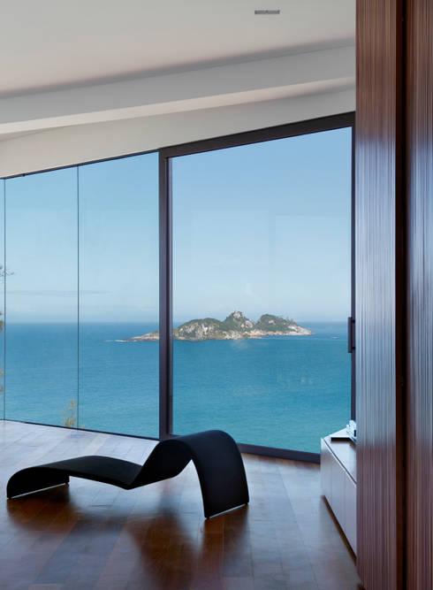 Vista Suite: Quartos  por House in Rio