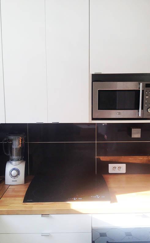 Rénovation d'une cuisine • Houilles 78:  de style  par Agnès Dandine - Chichichic