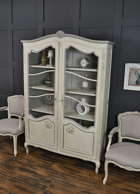 Shabby Chic French Glazed Bookcase: classic Living room by The Treasure Trove Shabby Chic & Vintage Furniture