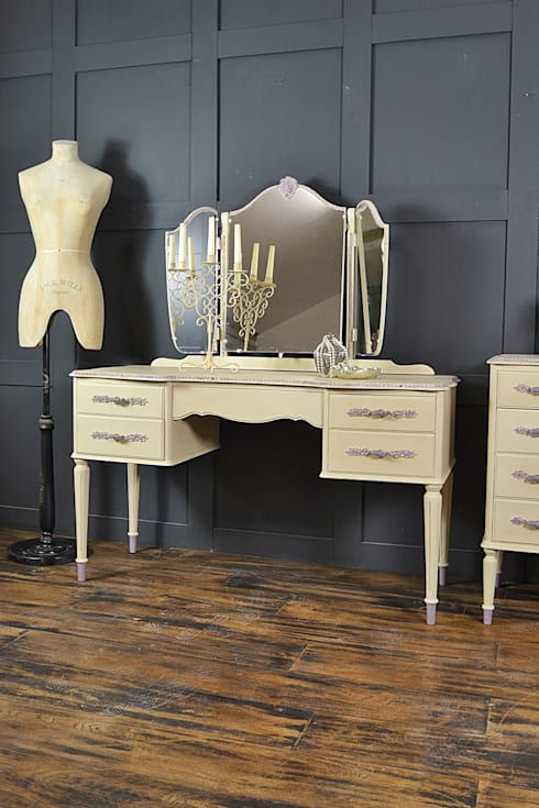 Cream French Louis Dressing Table By The Treasure Trove