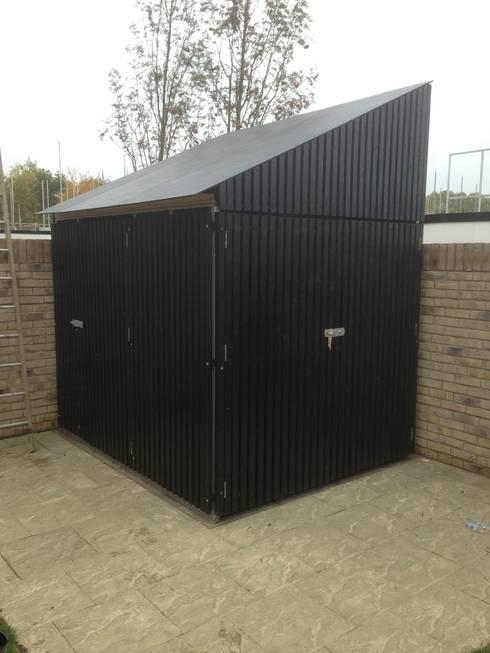 Garajes de estilo moderno de Modular105.co.uk