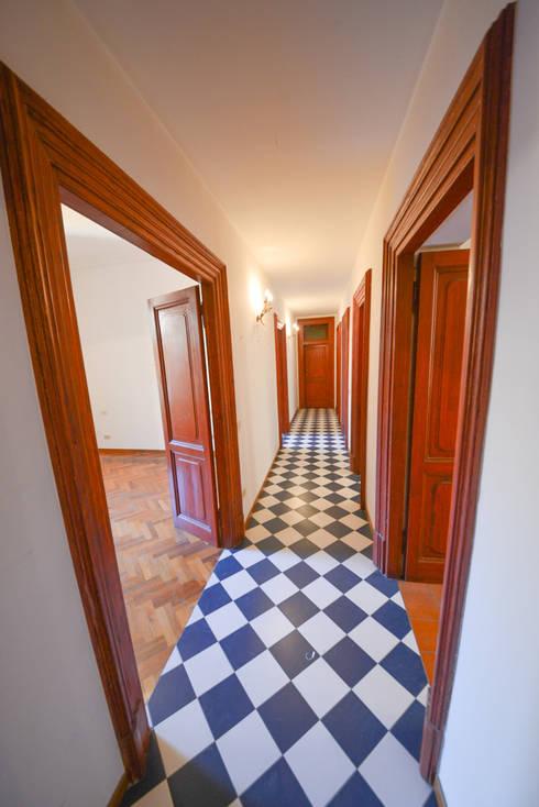 6. I pavimenti: Finestre in stile  di Studio Fori