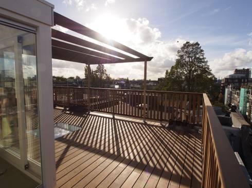 Dakterras met dakopbouw: modern Balkon, veranda & terras door ScottishCrown Dakterrassen