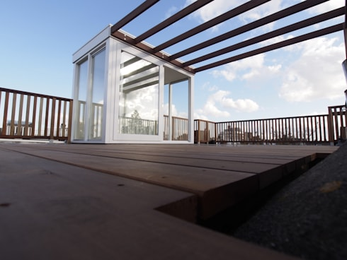 Dakopbouw, daktoegang 6m2: modern Balkon, veranda & terras door ScottishCrown Dakterrassen