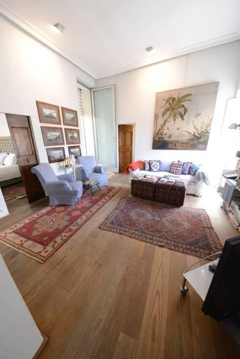 L'area Living: Sala da pranzo in stile in stile Classico di Studio Fori