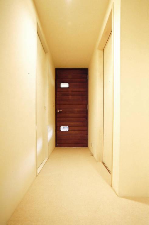 恵比寿の家: 株式会社エキップが手掛けた廊下 & 玄関です。