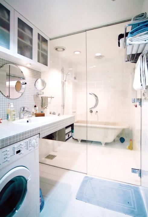 恵比寿の家: 株式会社エキップが手掛けた浴室です。