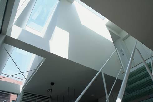 コトノハ舎: SOCIUS一級建築士事務所が手掛けたリビングです。