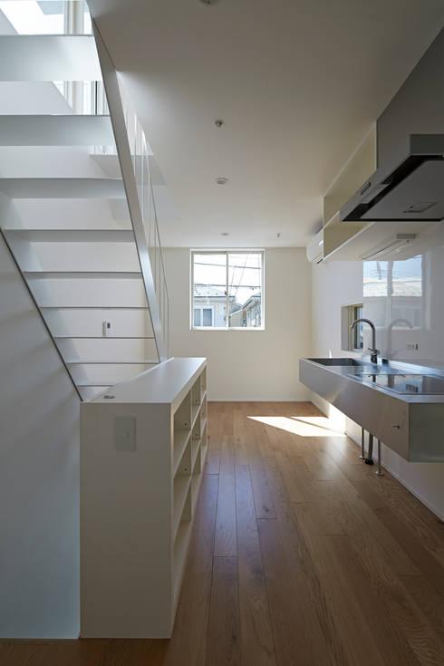 sandwich apartment: 池田雪絵大野俊治 一級建築士事務所が手掛けたキッチンです。
