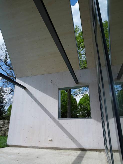 Passiefhuis Witven:  Terras door Thomas Kemme Architecten