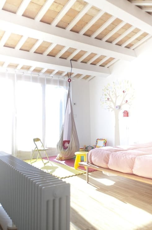 camera da letto bambini: Camera da letto in stile  di Andrea Stortoni Architetto
