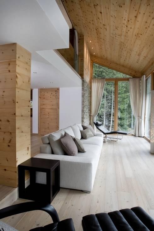 Villa C+R - a Villa renovation: Soggiorno in stile in stile Moderno di BEARprogetti - Architetto Enrico Bellotti