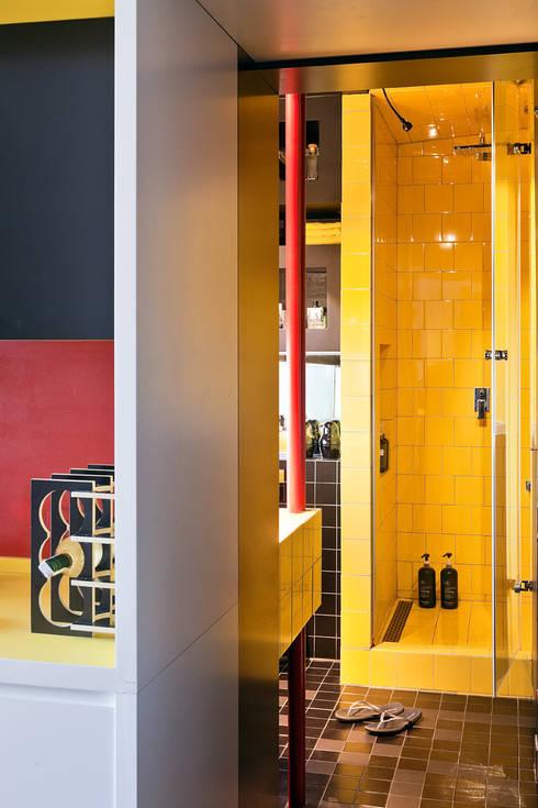 New Fifties: styl , w kategorii Łazienka zaprojektowany przez kacper gronkiewicz architekt