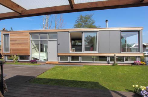 Drijvende recreatie woning: moderne Huizen door Bob Ronday Architectuur