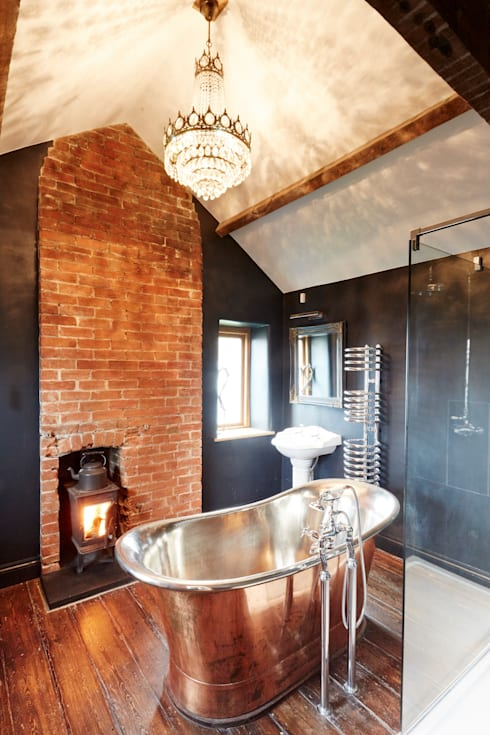 Country Bathroom:  Bathroom by Hart Design and Construction
