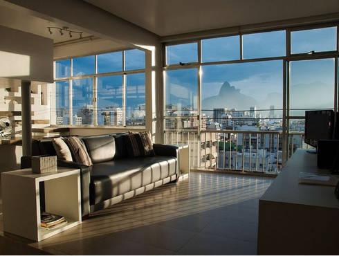 apartamento em Ipanema: Salas de estar modernas por Margareth Salles