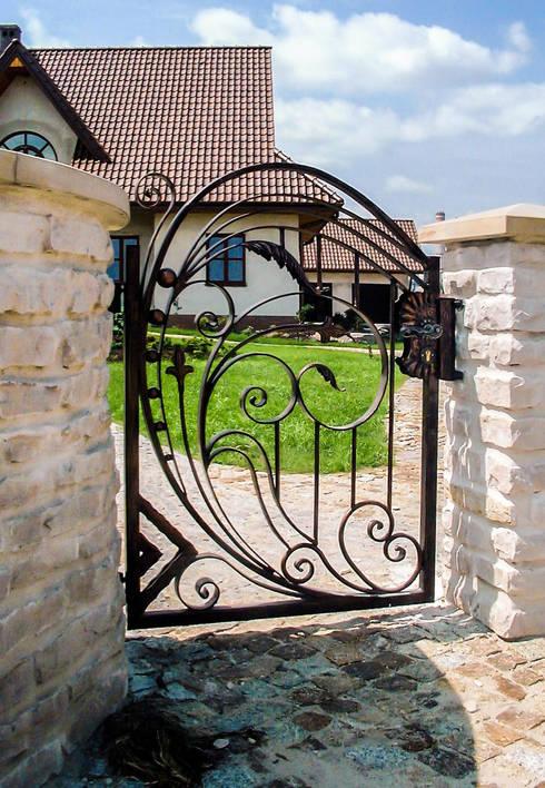 Realizacja ogrodzenia 9: styl , w kategorii Ogród zaprojektowany przez Armet