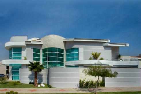 Casa das Águas: Casas modernas por Arquiteto Aquiles Nícolas Kílaris