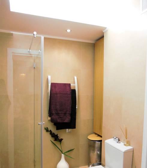 Projeto 2, Portugal: Casas de banho modernas por Ana Cristina Daré