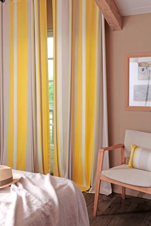 Puertas y ventanas de estilo  por Créations Jean-Vier
