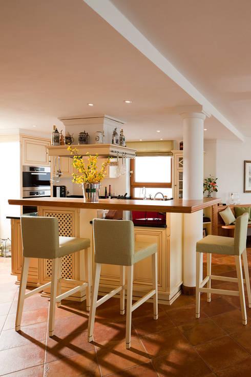 Kitchen by Beinder Schreinerei & Wohndesign GmbH