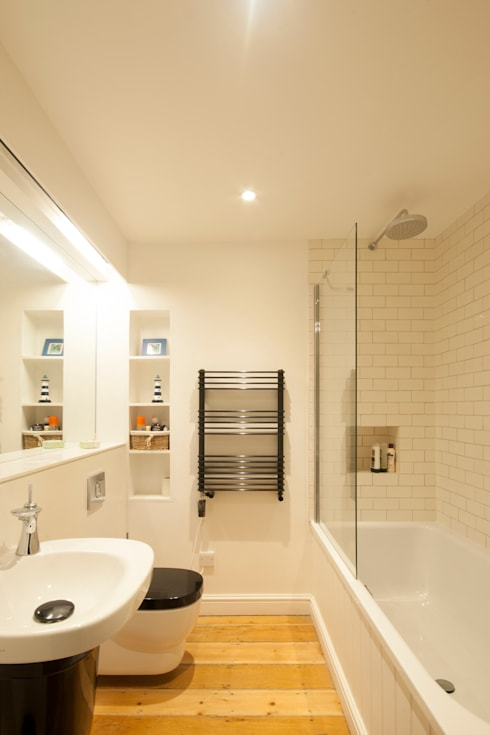 Bathroom by Designscape Architects Ltd