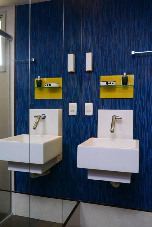 WC Social : Banheiros modernos por Alexandre Magno Arquiteto