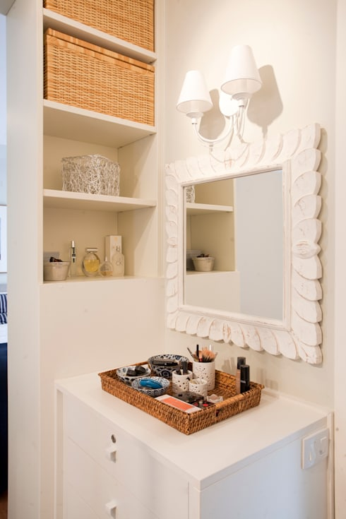 eclectic Dressing room by Pereira Reade Interiores
