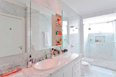 Banheiro: Banheiros clássicos por Pereira Reade Interiores