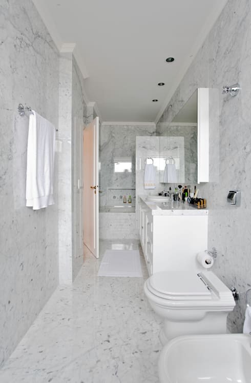Baños de estilo clásico por Pereira Reade Interiores