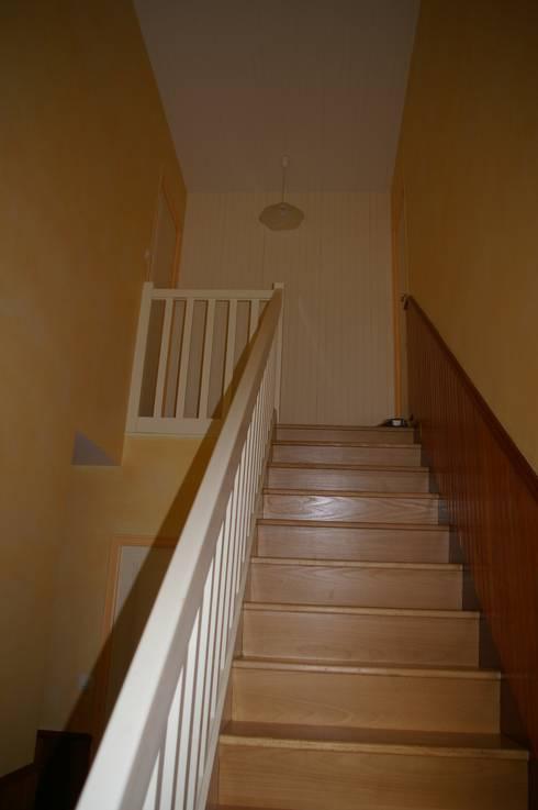 Photo de la maison avant travaux : Cage d'escalier:  de style  par JA'AD