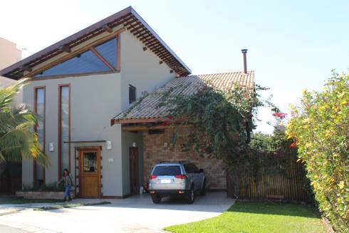 Casa Resedás: Casas modernas por Documenta Arquitetura sc ltda