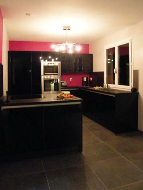 Photo de la maison après travaux : Cuisine ouverte sur le séjour:  de style  par JA'AD