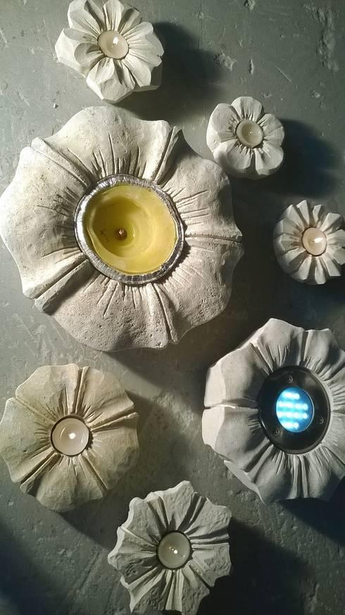 Stone flowers: Giardino in stile in stile Mediterraneo di stonebreakers